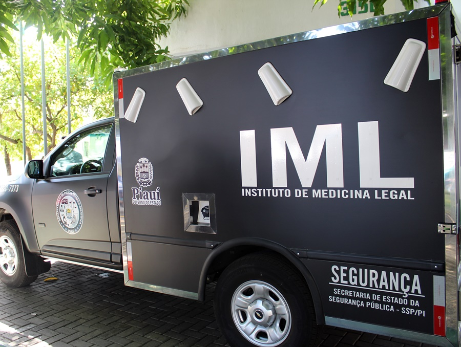 Carro do IML.