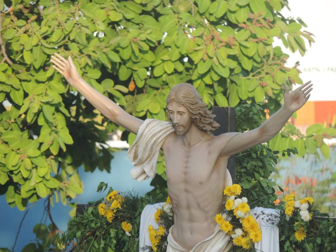 Imagem do Cristo Ressuscitado percorre as ruas de Teresina.